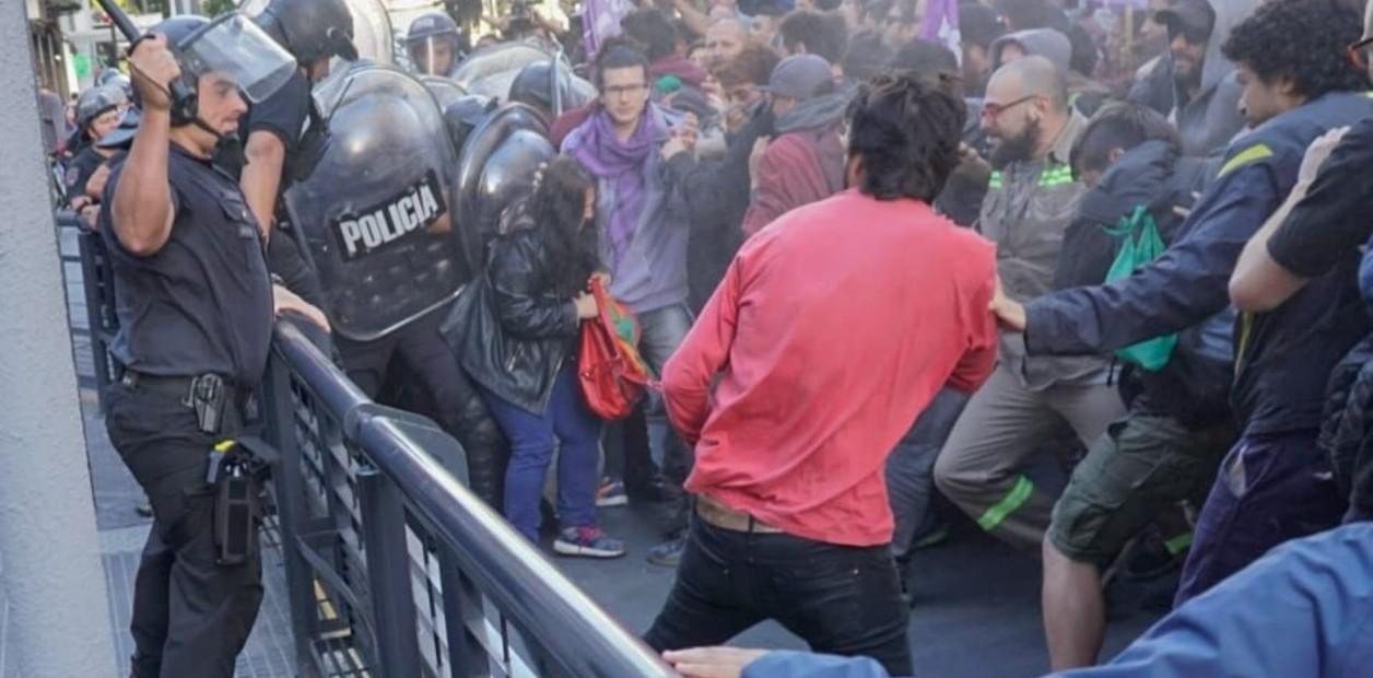 Despidos en Coca-Cola Femsa: incidentes entre trabajadores y la Policía durante una protesta
