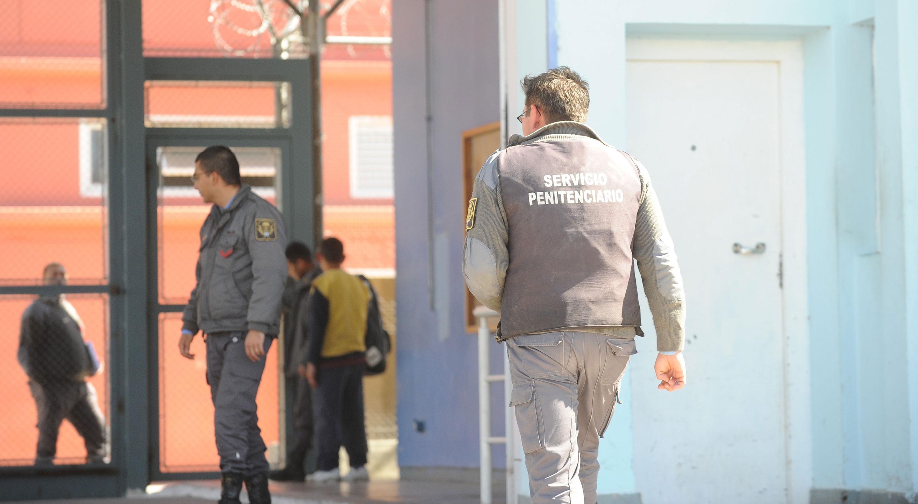 Ataque mortal a un preso, a puntazos, delante de las visitas