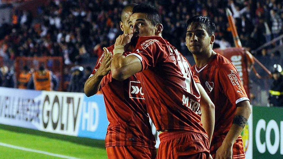 Pudo jugar en Talleres, quedó libre de Independiente y hoy maneja un Uber