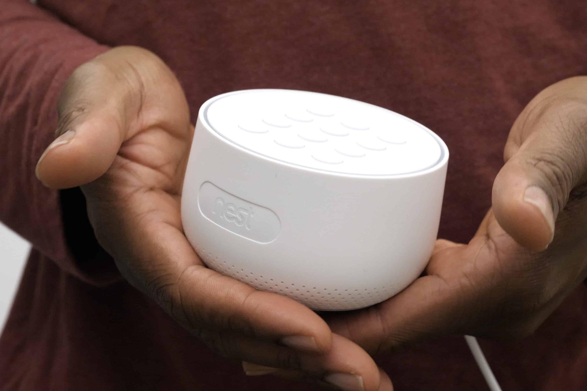 El dispositivo Nest tiene un micrófono, pero Google se olvidó de avisarle a los usuarios