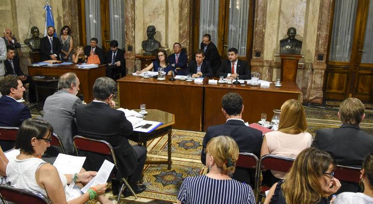 La oposición se unió para rechazar los DNU de Macri