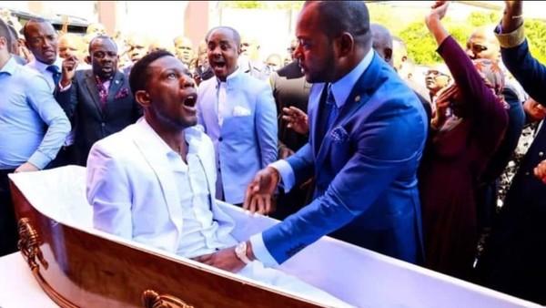 """Un pastor """"revivió"""" a un hombre que supuestamente había muerto y estallaron los memes en las redes"""