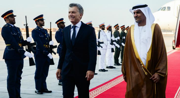 Macri llegó a Emiratos Árabes y se reúne con el príncipe heredero saudita