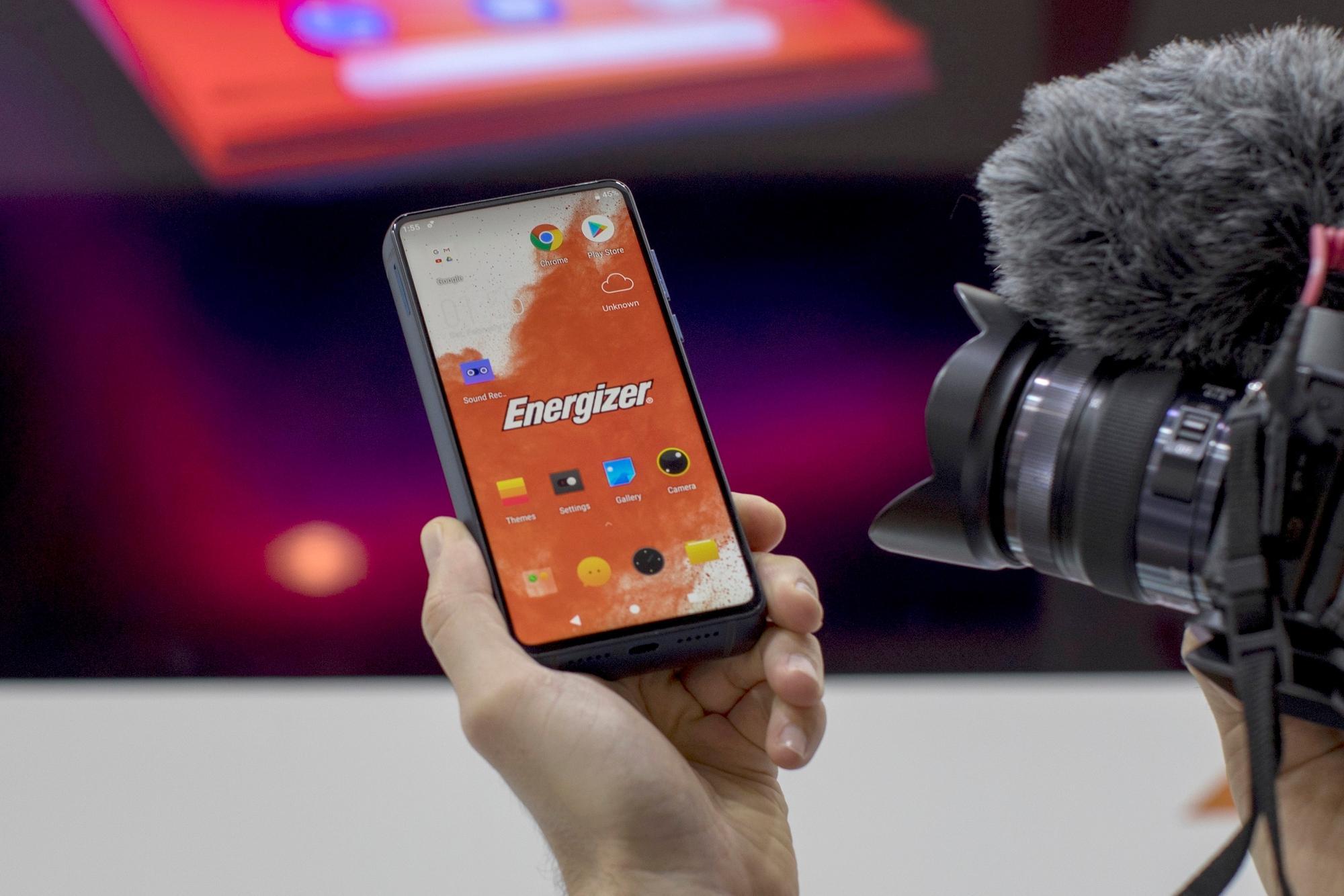 MWC 2019: Energizer tiene un smartphone-ladrillo para los que siempre están sin batería