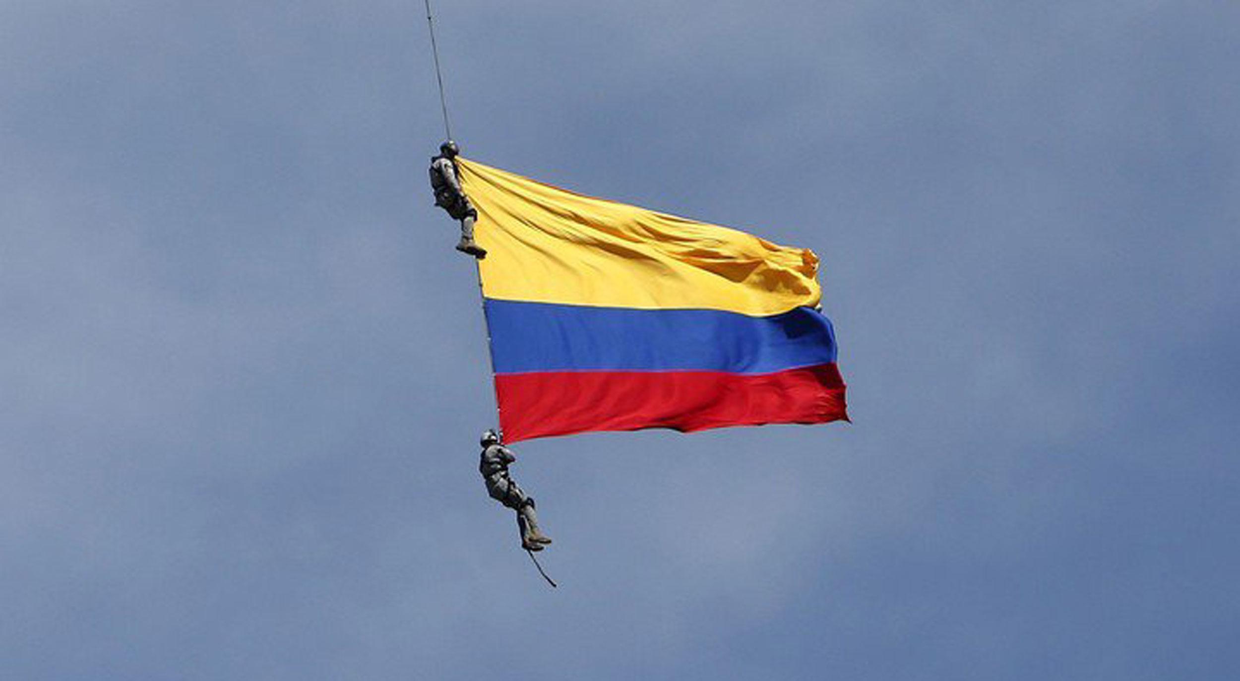 Murieron dos soldados en una demostración aérea en Colombia