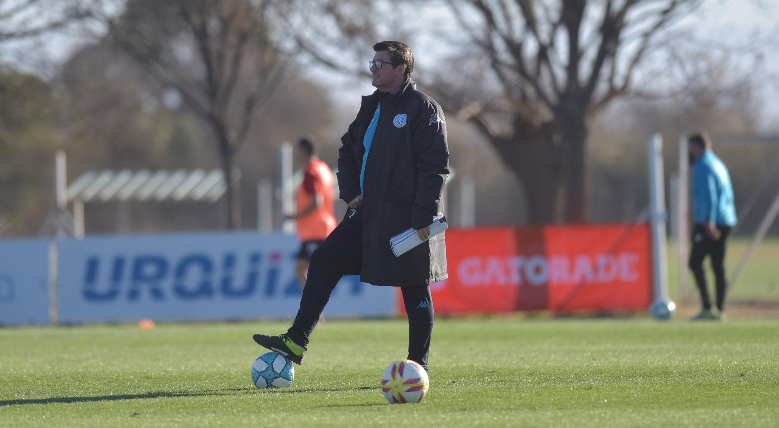 Noir entrenó otra vez de manera diferencia pero podría estar en el Platense-Belgrano