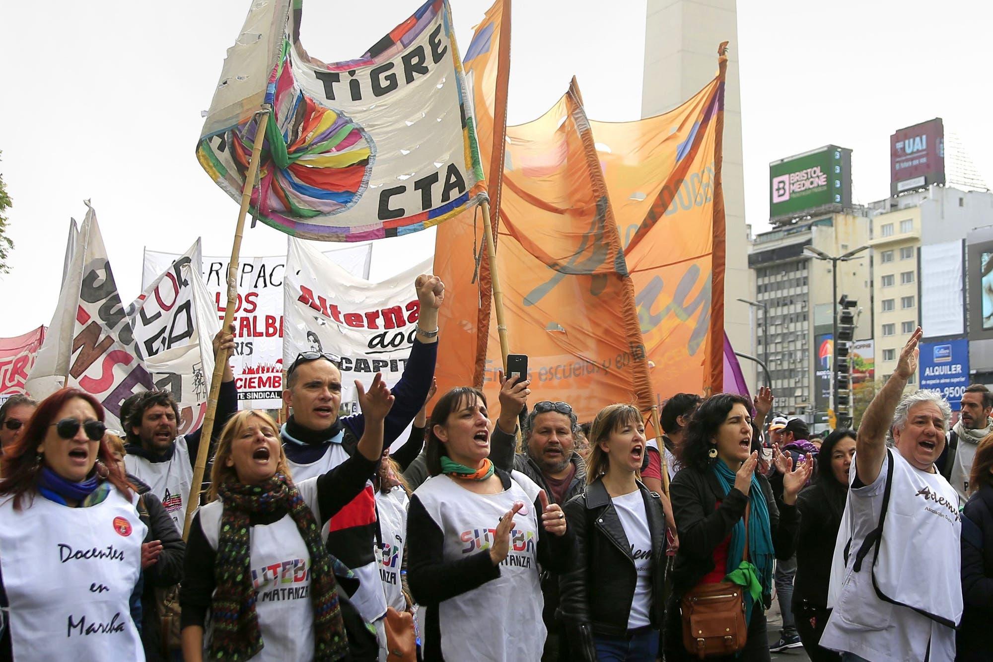 Ctera paró en todo el país por la muerte de las maestras en Chubut
