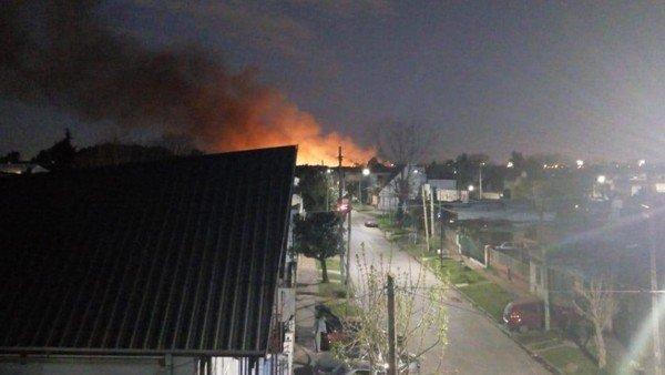 Incendio en el aeropuerto de El Palomar: el fuego comenzó en la cabecera de una de las pistas