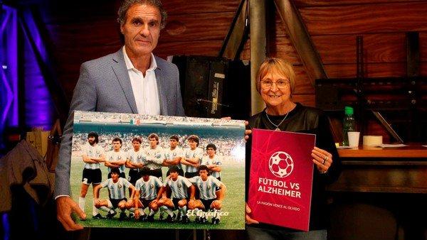 Demuestran que hablar de fútbol puede ayudar a ganarle a Alzheimer