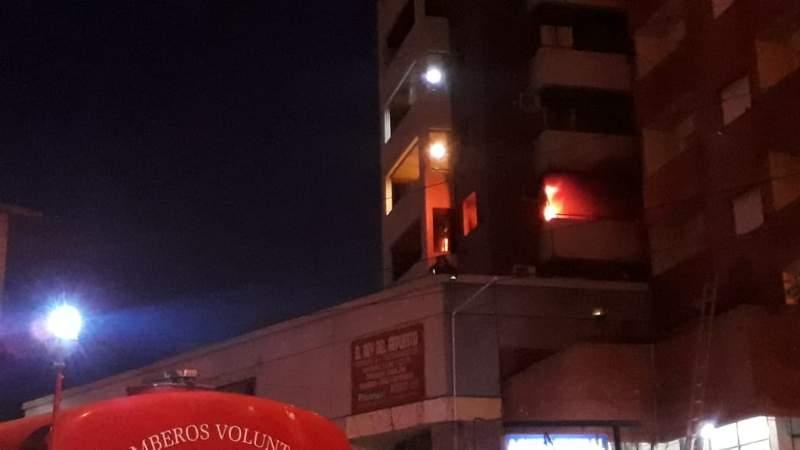 Se incendió un departamento en el centro de Carlos Paz: los bomberos lograron controlar el fuego