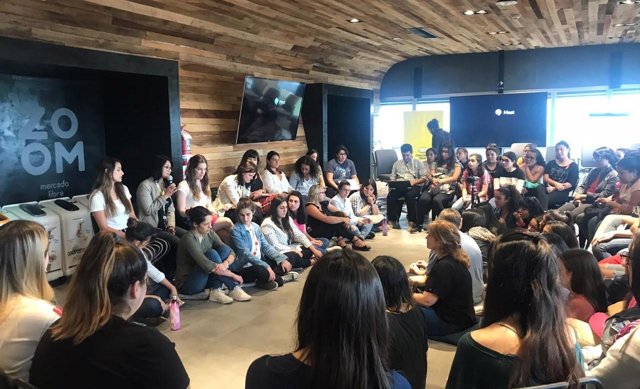 Qué hacen Mercado Libre, Chicas en Tecnología y la Provincia para atraer mujeres al mundo de la tecnología