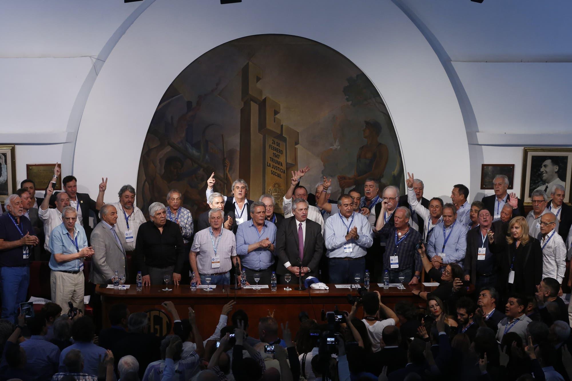Fernández le prometió a la CGT reunificada que será parte de su gobierno