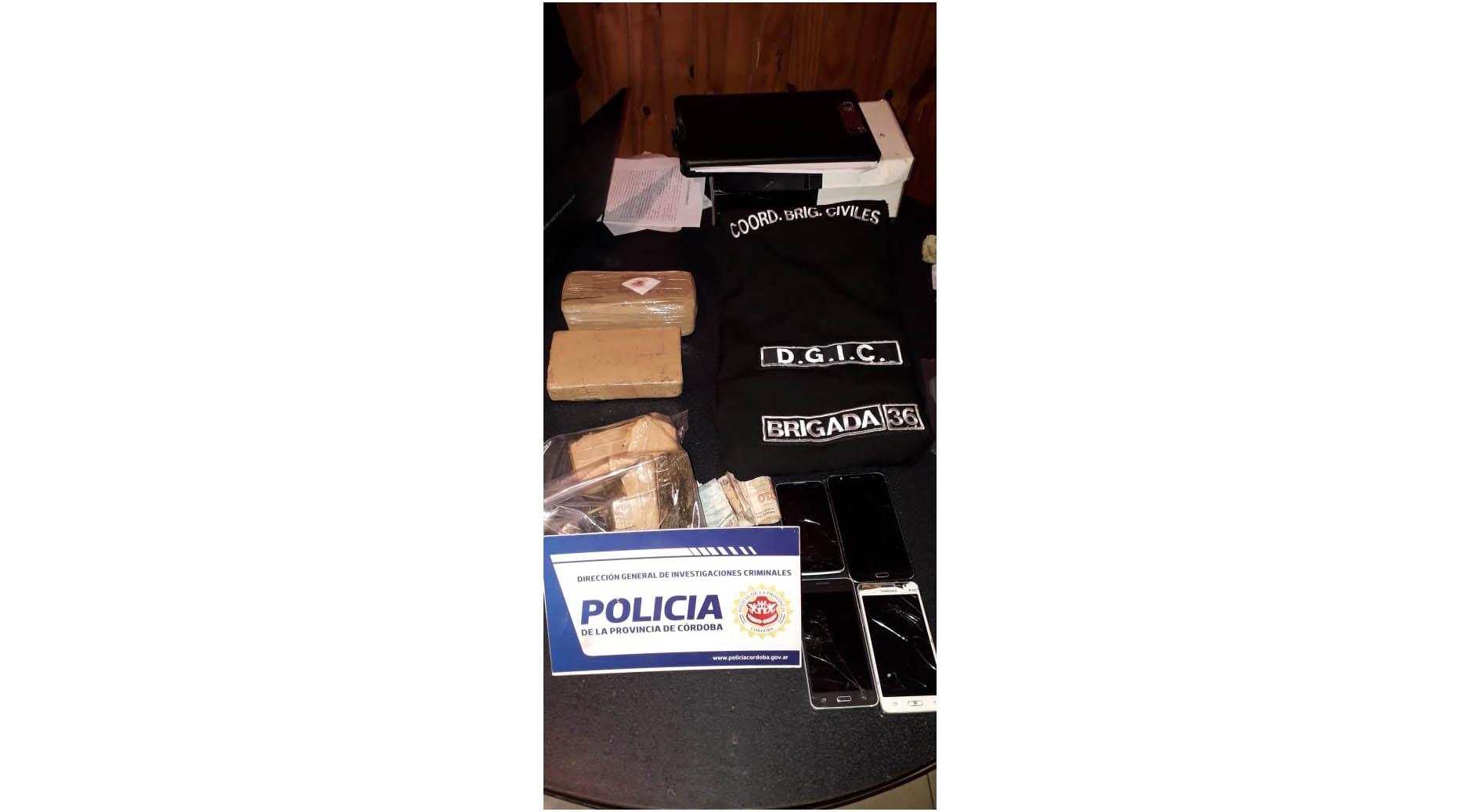 Fueron a allanar por un robo y se toparon con paquetes de marihuana