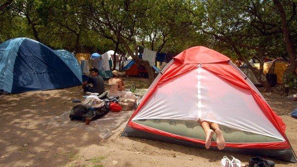 los-excluidos-de-la-temporada-de-verano-en-la-costa-atlantica:-campings,-teatros-y-boliches-reclaman-que-los-dejen-reabrir