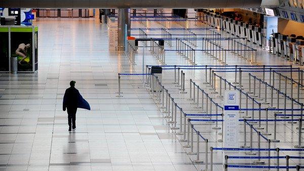 abrieron-una-causa-penal-contra-el-joven-que-viajo-en-un-avion-de-aerolineas-argentinas-sabiendo-que-tenia-coronavirus