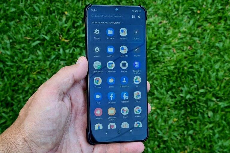 alcatel-5x:-probamos-el-smartphone-que-le-presta-su-energia-a-los-demas