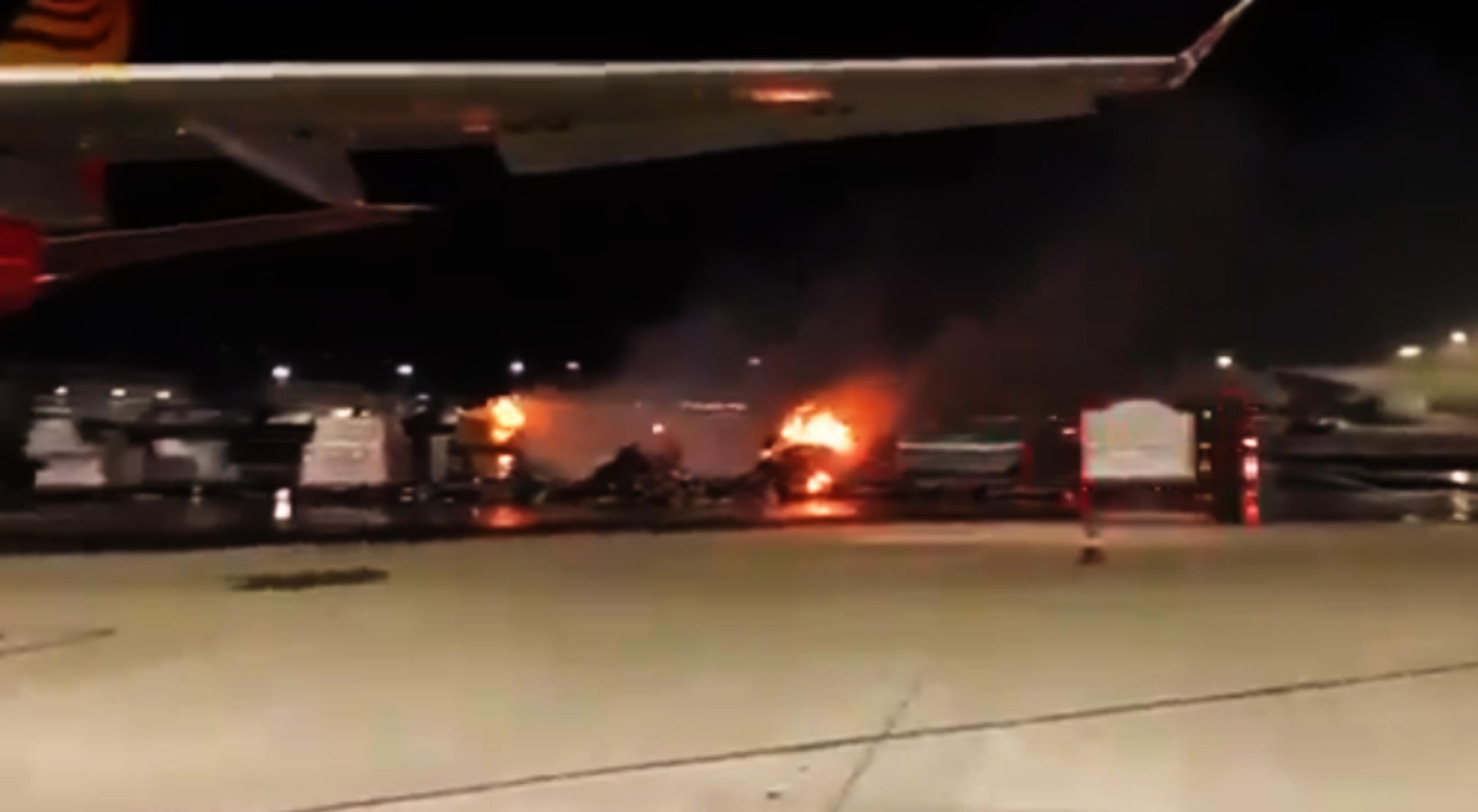 se-quemo-un-cargamento-de-celulares-que-iba-a-ser-subido-en-un-avion:-las-baterias-de-litio,-en-la-mira