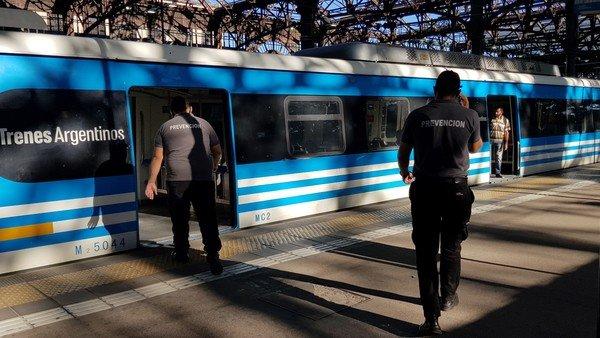 un-corte-de-vias-impide-la-llegada-y-la-salida-de-trenes-de-la-estacion-constitucion