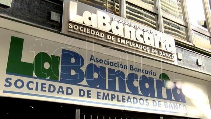 bancarios-se-movilizan-en-rechazo-de-cierre-de-sucursales-y-otros-reclamos