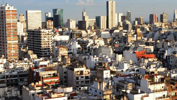 Los argentinos que viven en las grandes ciudades son los que están más tristes