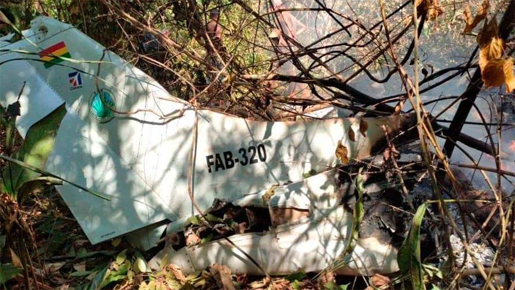 seis-muertos-al-caer-una-avioneta-militar-en-bolivia