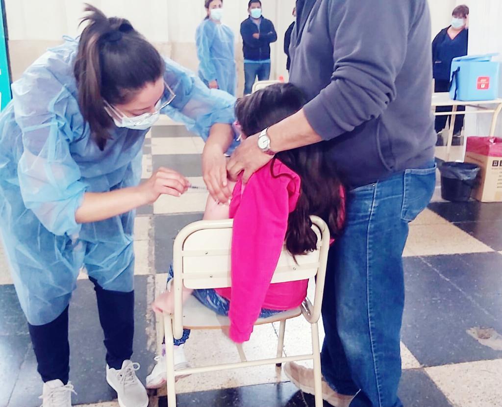 covid:-inicio-en-cordoba-la-vacunacion-a-ninos-y-ninas-de-entre-3-y-11-anos
