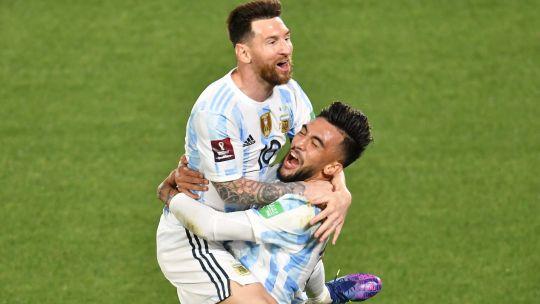 argentina-gana,-gusta-y-golea:-3-0-a-uruguay-en-el-monumental