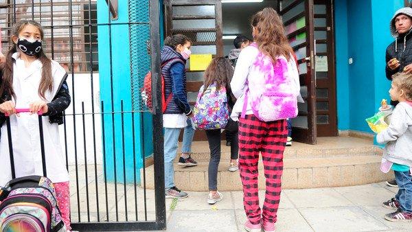 las-escuelas-bonaerenses-podran-ser-vacunatorios-para-aplicar-dosis-a-chicos-de-3-a-11-anos:-como-funcionara-el-sistema